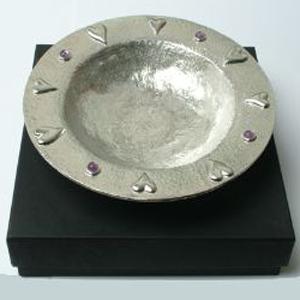 Споконвечная посудина как подарок из олова - переходит от отца к сыну